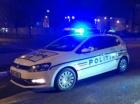 Barbat de 46 de ani, gasit mort in scara unui bloc din Brasov. Apartamentul lui era ravasit