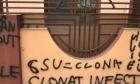 Casa lui Sorin Cârţu a fost vandalizată! Mesaje jignitoare au fost scrise pe gard