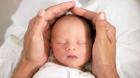 E adevarat! O femeie de 67 de ani din Grecia şi-a născut propria nepoată