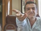 Gigi Becali, oprit de poliţie în timp ce dădea declaraţii după meciul dintre FCSB şi Guimaraes