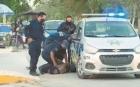 O poliţistă din Mexic a omorât o refugiată rupându-i gâtul în timp ce o aresta. VIDEO nerecomandat persoanelor sensibile