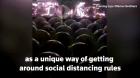 Oameni în bule spațiale. O trupă rock a găsit o soluție pentru a ține concerte live în pandemie