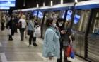 Scandal la metrou: Un tânăr a fost încătuşat şi amendat pentru că nu purta corect masca de protecţie