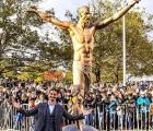 Suedezii au incercat sa taie cu fierastraul statuia lui Zlatan Ibrahimovici