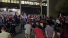 """Sustinatorii lui Trump protesteaza furiosi, cu arme in maini, in fata unui centru electoral din Arizona: """"Numarati voturile!"""""""