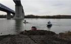 Tânără de 18 ani, căutată de scafandri. Fata s-a aruncat de pe podul de la Cernavodă