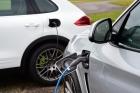 Vânzările de autoturisme ecologice au crescut cu peste 45% în România