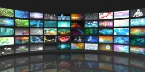 Știința dă verdictul: Uitatul prea mult la televizor chiar te face mai prost