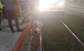 Accident înfiorător - O femeie a murit, după ce a fost prinsă sub tramvai