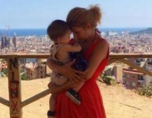 Amalia Enache a rabufnit, dupa ce fiica ei a fost sicanata de o tanara, pe aeroport. Internautii au invinuit vedeta.