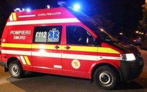 Ambulanță aflată în misiune, lovită de o mașină condusă de un șofer beat și fără permis