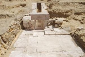 Arheologii egipteni au descoperit opt mumii în morminte vechi de peste 3.500 de ani
