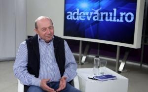 Băsescu acuză autorităţile că au scăpat pandemia de sub control: