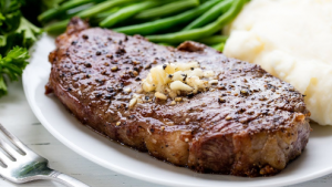 Carnea albă favorizează creșterea colesterolului, la fel ca și carnea roșie