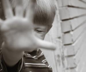 Cazul socant a doi copii din Neamt violati si maltratati ani in sir de parintii lor