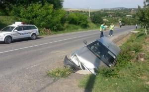 Cinci persoane au fost rănite în urma unui accident în Tulcea, în care au fost implicate un autoturism şi două autobuze