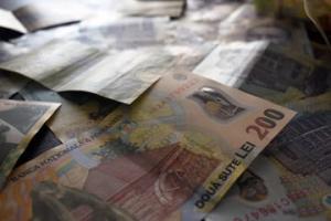 Cu banii aflați în afara sistemului bancar s-ar putea înființa încă aproape 2.000 de bănci