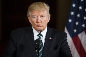De ce poartă Trump mereu acelaşi costum şi nu poartă niciodată blugi