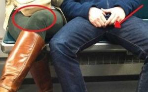 De ce stau barbatii cu picioarele desfacute in spatiile publice iar femeile cu ele incrucisate?