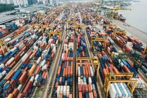 Deficitul comercial al Romaniei ajunge la 11,8% in primele noua luni