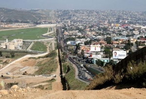 Donald Trump are un plan pentru a interzice intrarea migranților la granița cu Mexicul