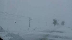 Efectele viscolului: Zeci de localități fără energie electrică, sute de oameni salvați din zăpadă