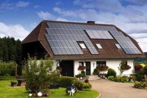 Este oficial: Românii pot accesa, din nou, finanţarea de 20.000 de lei pentru instalarea de sisteme fotovoltaice