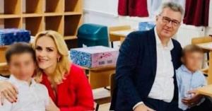 Firea şi Pandele au intrat în clasă cu fiii lor fără măşti pe faţă. Reacţia primarului PSD