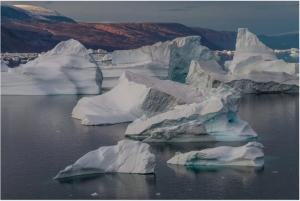 Ghețarii care se topesc în Groenlanda emană cantități imense de mercur