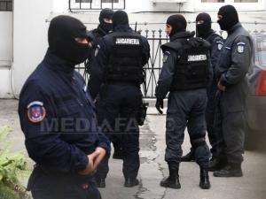 Grupare specializată în furturi din locuinţe şi societăţi comerciale, destructurata de poliţişti