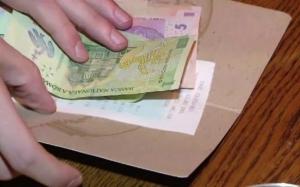 Impozitarea bacsisului ar putea fi o solutie pentru intoarcerea diasporei in Romania! Iata de ce