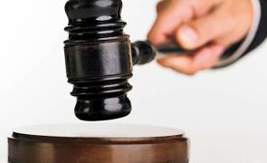 Jandarmerița care a pulverizat spray paralizant spre un bărbat care a murit a fost trimisă în judecată