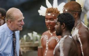 Lista gafelor monumentale ale Prinţului Philip. Soţul reginei Elisabeta către un aborigen: