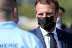 Macron a calificat decapitarea profesorului de istorie drept un