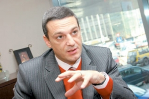 Milionarul din Băneasa, care nu si plateste intretinerea acuzat că a falsificat semnăturile vecinilor
