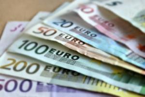 O contabila și transferat ilegal un milion de euro din conturile firmelor pentru care lucra
