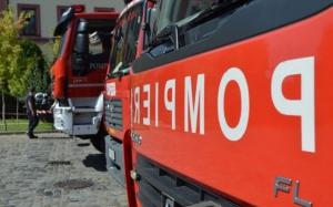 O femeie a murit, iar mama acesteia a fost rănită într-un incendiu în locuinţa lor. Focul ar fi fost provocat intenţionat de către soţul uneia dintre ele