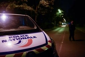 Patru persoane, printre care şi un minor, au ajuns în custodia poliţiei în cazul profesorului decapitat lângă Paris