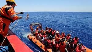 Paza de Coastă spaniolă a anunţat că a salvat din Mediterana 600 de migranţi într-o zi