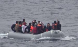 Peste 50 de migranţi salvaţi de poliţiştii de frontieră români