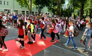 Primarul Daniel Baluta a dat în folosință cel mai nou complex educațional-sportiv din Sectorul 4