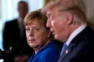 """Răspunsul lui Merkel după ce Trump a declarat că Germania este """"prizoniera"""" Rusiei"""