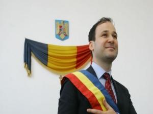 Robert Negoiță a cheltuit banii de învățământ pentru paranghelii în parcuri
