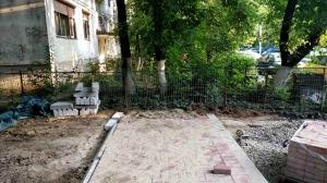 Robert Negoită de neoprit! Primăria Sectorului 3 a început asfaltarea spațiului verde