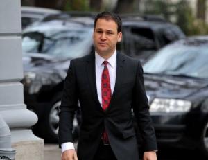 Robert Negoita a vandut pe sest 68 de masini la pret de fier vechi catre clientela sa, multi dintre ei cu datorii mari la impozite si taxe locale Sector 3