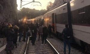 Român rănit în accidentul feroviar de lângă Barcelona. Două trenuri s-au ciocnit