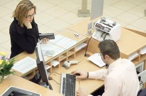 Românii care depind de cursul euro şi de ROBOR, veşti foarte proaste de la analiştii CFA pentru 2018
