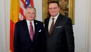 Rotiri de cadre la ambasade: Emil Hurezeanu va fi numit în Austria, iar George Maior în Marea Britanie