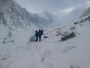 Salvamontiştii caută doi alpinişti din Craiova, rătăciţi în Masivul Retezat. A fost solicitată intervenţia unui elicopter MAI
