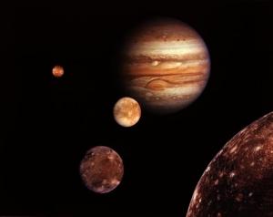 Saturn detronează Jupiter, descoperindu-se că are mai mulți sateliți
